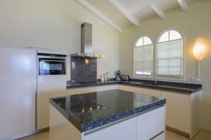 Dolphin View kitchen