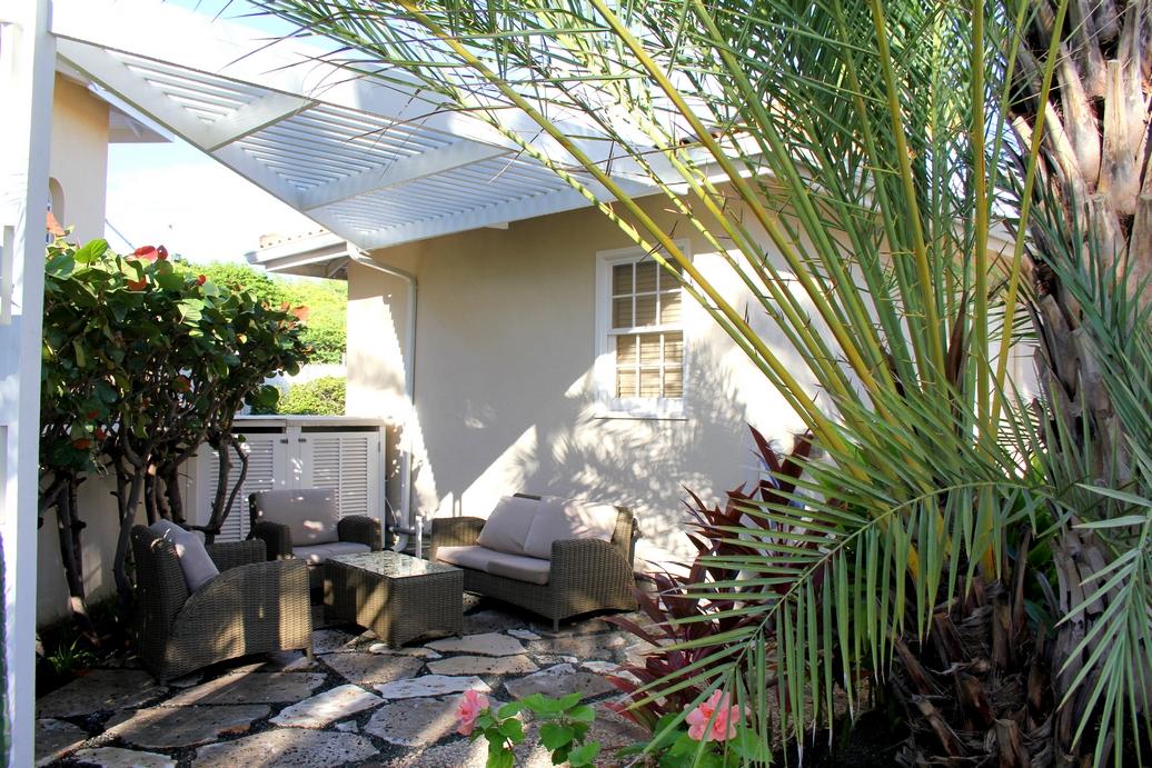 Outdoor Bay Side Studio