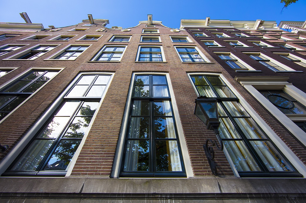 Our Dutch Masters Luxury Apartments are located in the historic centre of Amsterdam on the picturesque Keizersgracht canal.