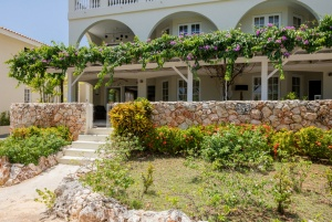 Luxury 3 bedroom Seaview Apartment - Violet Blossom – Curacao Luxury Holiday Rentals